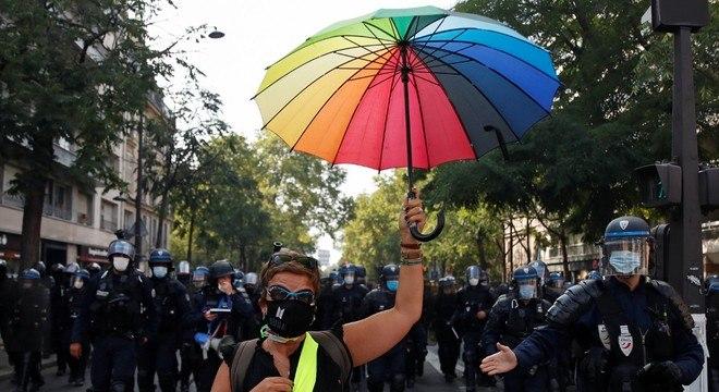 'Coletes amarelos' protestam contra injustiças sociais na França