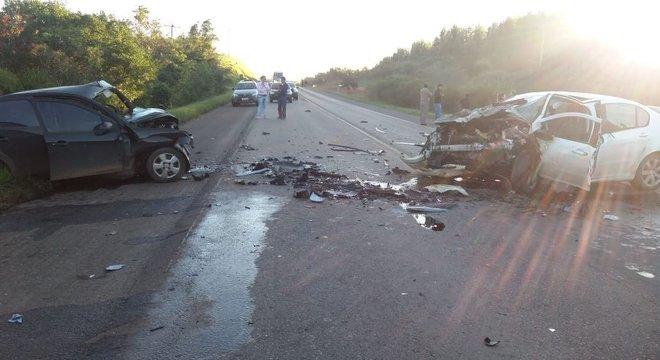 Colisão frontal causou a morte de motorista do Ford Fiesta Crédito: PRF / Divulgação / CP