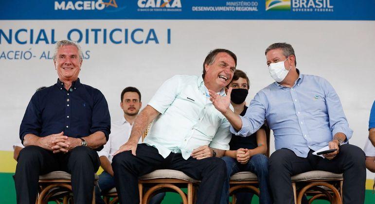 Collor, Bolsonaro e Lira durante entrega de 500 casas em Maceió (AL)