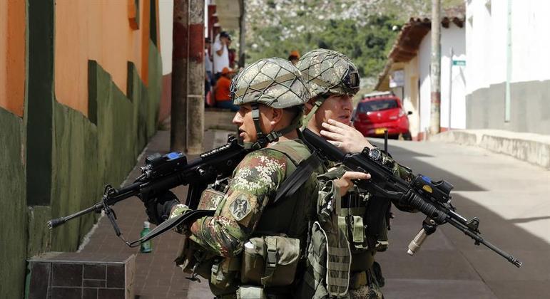 Minas e explosivos são consequências do conflito interno na Colômbia
