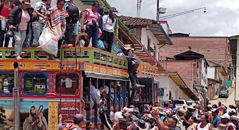Milhares de pessoas abandonaram suas casas na zona rural de Ituango, no noroeste do país