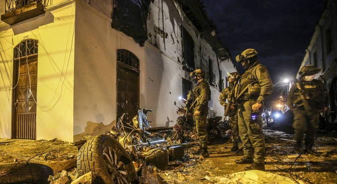 FARC foram responsabilizadas por explosão de carro-bomba na Colômbia