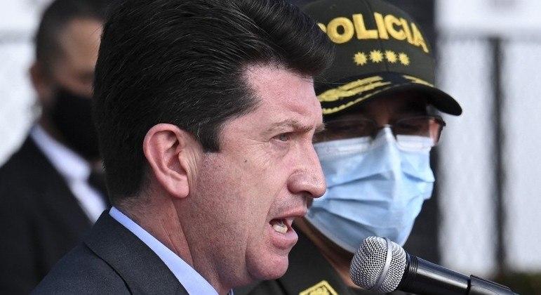 Jorge Luís Vargas (de máscara) confirmou investigação sobre chefe de segurança de Moise