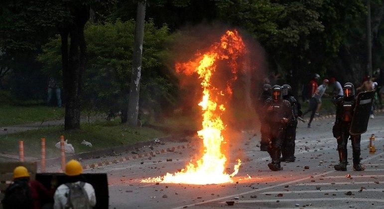 62 pessoas morreram em cerca de 50 dias de protestos na Colômbia