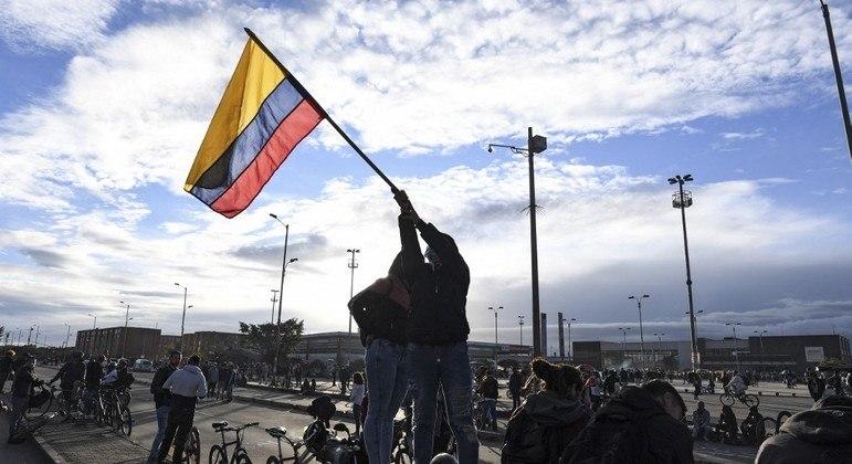 Colombianos estão protestando nas ruas desde o fim de abril