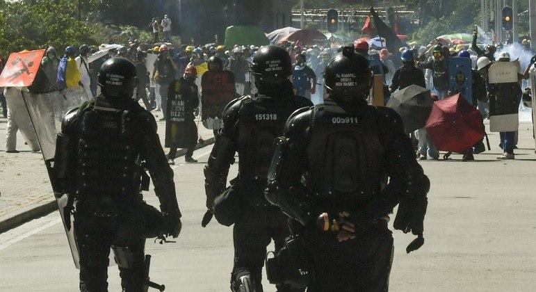 A polícia reprimiu protestos contra Iván Duque em Bogotá, capital da Colômbia