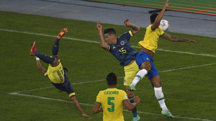 Colômbia: Sobe – O destaque da seleção colombiana não poderia ser outro: Díaz. Posicionou-se bem atrás da área e acertou um lindo voleio.Desce – Depois do gol a Colômbia apenas se defendeu, pouco criou e, assim, foi castigada com um gol