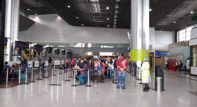 Cerca de 30 colombianos embarcaram de volta a seu país nesta quarta (10)