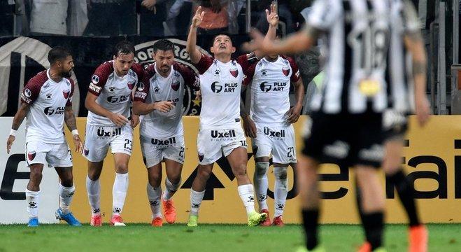 Colón, derrota no jogo mas a classificação no bingo dos penais