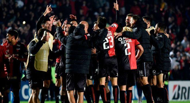 A comemoração do Colón, depois de vencer o Atlético na peleja de ida