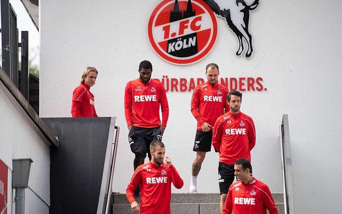 Colônia x Mainz 05/Ao vivo (domingo, 10h20, ESPN Brasil) - Em décimo lugar, com 32 pontos, o Colônia mira a zona de classificação para as ligas europeias (cinco pontos de desvantagem), mas se perder pode ficar bem mais próximo da zona de rebaixamento. O Mainz tem 26 pontos e é o primeiro fora da zona de degola.