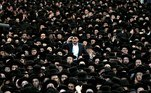 Jerusalem (Israel), 15/09/2019.- Ultra-Orthodox Jews in traditional black attire gather in support of the United Torah Judaism (Yahadut HaTora) party at an election campaign in Jerusalem, Israel, 15 September 2019 (reissued 25 May 2020). Black is synonymous with darkness and represents the total opposite of white. It is commonly used to symbolize danger, evil, death and mourning, but is also connected to positive notions like strength, elegance and sophistication. (Estados Unidos, Jerusalén) EFE/EPA/ATEF SAFADI ATTENTION: This Image is part of a PHOTO SET *** Local Caption *** 55470463