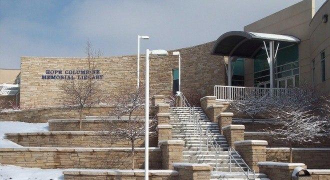 Columbine é fechada dias antes de massacre completar 20 anos