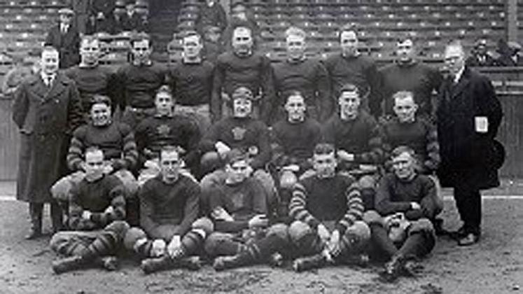 Columbus Panhandles (1922). Oito derrotas em oito jogos no ano. Panhandles foi o primeiro a não vencer nenhuma partida em uma temporada com ao menos oito jogos.
