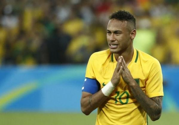 Com 102 partidas disputadas, Neymar é um dos brasileiros com duas medalhas olímpicas.  O atacante fez parte da equipe segunda colocada em Londres 2012 e campeã inédita nos Jogos do Rio de Janeiro, em 2016.  O jogador bateu o pênalti decisivo nas Olímpiadas do Rio de Janeiro e ainda busca um título mundial