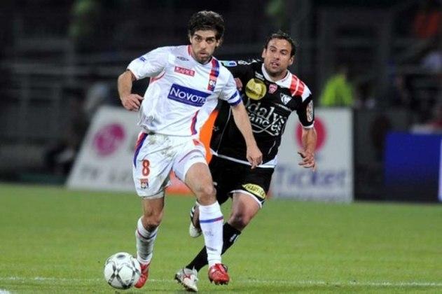 Com 16 assistências na Champions, o meia Juninho Pernambucano entrou para a lista. Ele atuou na competição europeia pelo Lyon.
