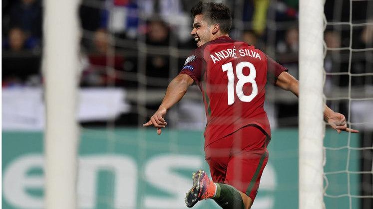 Com 25 anos André Silva está no Eintracht Frankfurt.