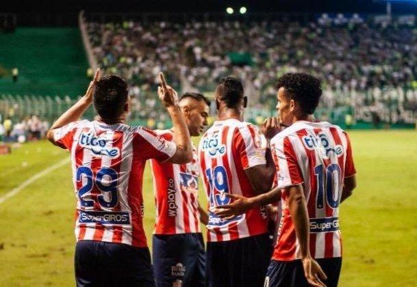 Com a camisa mais cara da Colômbia, o Junior Barranquilla é o 25º colocado da lista geral no valor de 71,76 dólares, cerca de 229 mil pesos colombianos. Sua fornecedora é a New Balance.