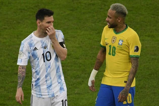 Com a chegada de Lionel Messi ao PSG, o craque argentino irá reeditar a parceria com Neymar, dupla que fez muito sucesso no Barcelona entre 2013 e 2017. Por isso, o LANCE! montou uma galeria com 25 duplas no futebol que atuaram em pelo menos dois times diferentes. Confira!