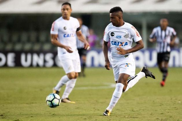 Com a demissão de Levir Culpi na reta final da temporada de 2017, Elano assumiu o comando interino do Santos e em novembro ascendeu Rodrygo aos profissionais. Três dias depois foi relacionado pela primeira vez ao time principal entrando no minuto final da vitória por 3 a 1 sobre o Atlético-MG, pela 32ª rodada do Brasileirão daquele ano