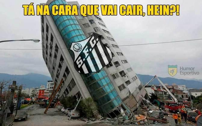 Com a derrota por 3 a 2 para o Palmeiras, o Peixe terá uma disputa direta com o São Bento para tentar fugir da degola. Possível queda insipirou brincadeiras nas redes. Confira! (Por Humor Esportivo)