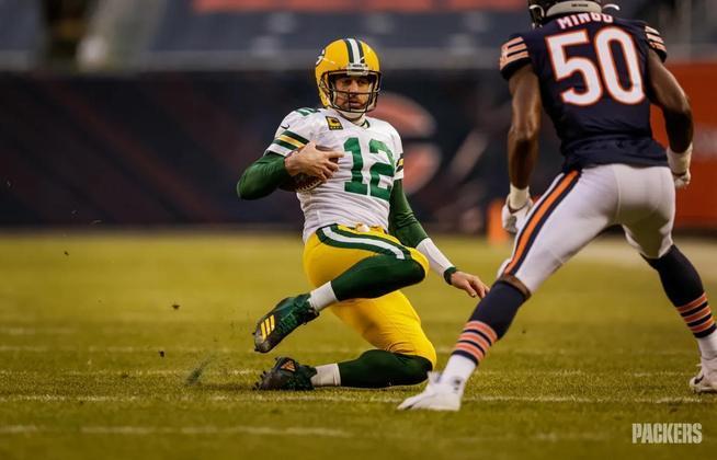 Com a marca absurda de 48 touchdowns e apenas cinco interceptações em 2020, Rodgers foi eleito MVP pela terceira vez na carreira, e levou os Packers à final de conferência.