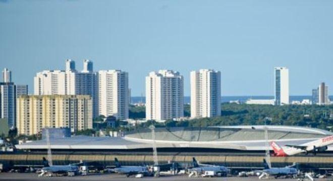 Com a pandemia do coronavírus, houve redução drástica no número de voos nos aeroportos de Pernambuco