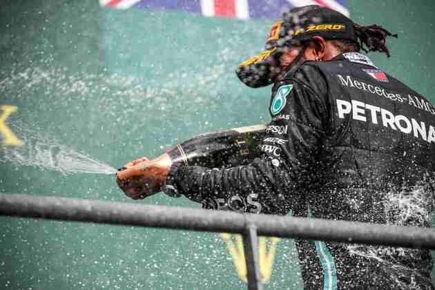 Com a vitória deste domingo, Hamilton está a duas conquistas de igualar o histórico feito de Michael Schumacher, o maior vencedor da Fórmula 1