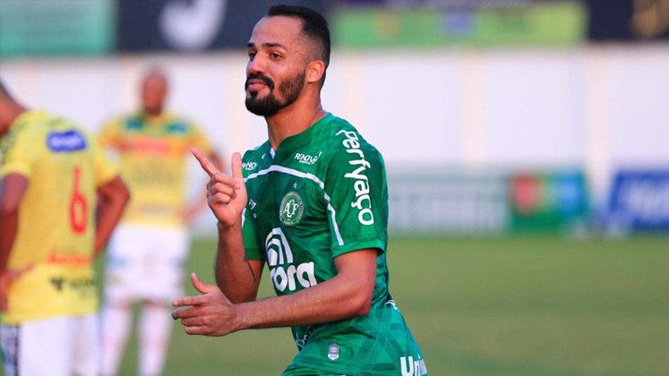 Com a vivência de quem atuou pelo Cruzeiro e defendeu Avaí, Vitória, Guarani, além de jogar no futebol asiático, ANSELMO RAMON, aos 32 anos, é esperança de gols da Chapecoense