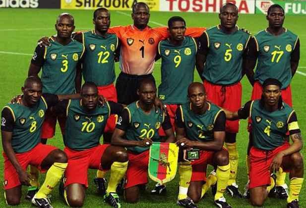 Com aquele uniforme, o país foi campeão da Copa da África. Contudo, uma determinação da FIFA proibiu a seleção camaronesa de disputar a Copa do Mundo daquele ano usando regatas e a Puma teve que redesenhar o uniforme, colocando mangas pretas por baixo como forma de protesto.