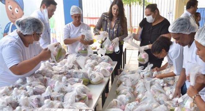 Com as suspensão das aulas, medida adotada para combater a disseminação do novo coronavírus, a Prefeitura do Recife vai distribuir os kits alimentares aos alunos semanalmente