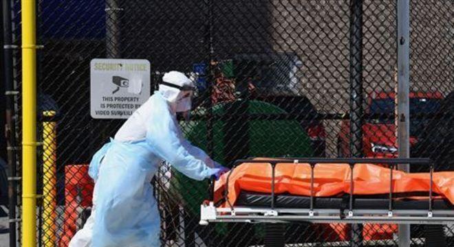 Com cerca de 423 mil casos confirmados, segundo a Universidade Johns Hopkins, os EUA chegaram a 14.529 mortes