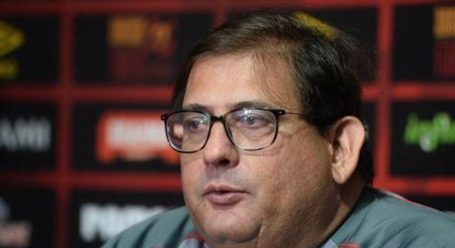 Com cinco desfalques no time titular, o técnico fez questão de elogiar atletas leoninos, e vê dificuldades para jogo de domingo