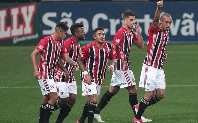 Com duas vitórias e um empate, o São Paulo terminou a primeira fase do Campeonato Paulista sem perder para nenhum de seus rivais. Em 2020, o time também conseguiu essa marca, mas, ante disso, o Tricolor não ficava invicto nos clássicos da primeira fase da competição desde 2007.