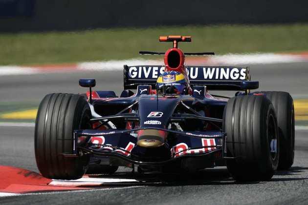 Com dupla nova de pilotos, Sebastian Vettel e Sébastien Bourdais, a Toro Rosso começou 2008 com o STR2B, mas sem grandes resultados. A vitória de Vettel em Monza foi já com o modelo STR3