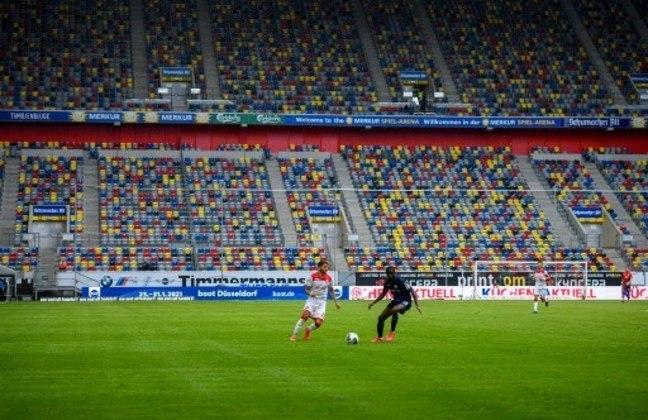 Com estádios vazios e muitas regras de saúde, como higienização e máscaras, a Bundesliga voltou. Confira a seguir alguns protocolos que foram seguidos nos jogos.