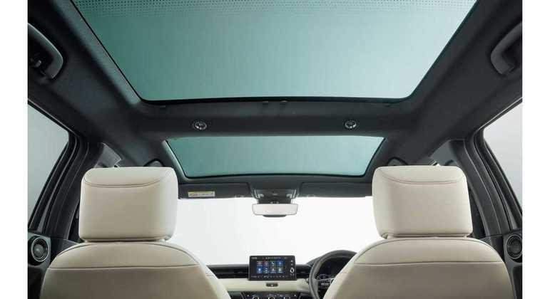 SUV Compacto vem equipado com teto solar panorâmico