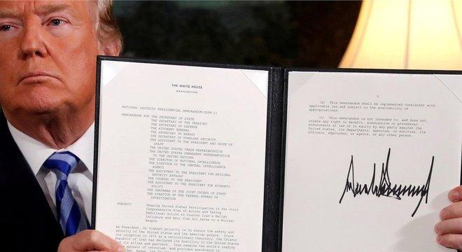 Em 2018, Trump se retirou do acordo nuclear feito pelo seu antecessor com Teerã