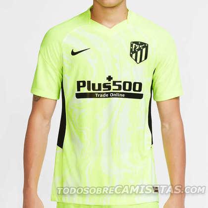 Com gola em V e um verde neon chamativo, o Atlético de Madri também se inspirou em um tênis para elaborar seu uniforme alternativo. A sola do tênis Nike Volt Air Max 90 foi usada como base para a criação camiseta
