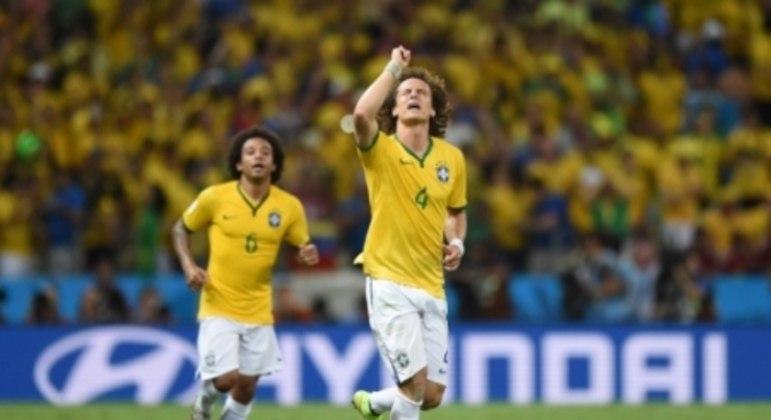 Com gols de David Luiz, o Brasil venceu por 2 a 1 nas quartas da Copa de 2014