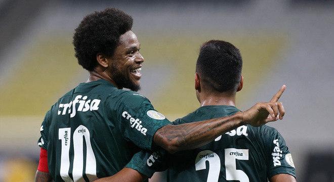 Com gols de seus atacantes Luiz Adriano e Gabriel Veron, o Palmeiras venceu o clássico da noite desta quinta-feira, na Neo Química Arena, por 2 a 0, pela 9ª rodada do Campeonato Brasileiro. Confira as notas do Verdão no LANCE!