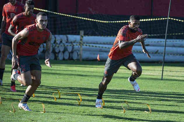 Com Isla na seleção chilena, Rodinei vai brigar pela posição com o jovem Matheuzinho.