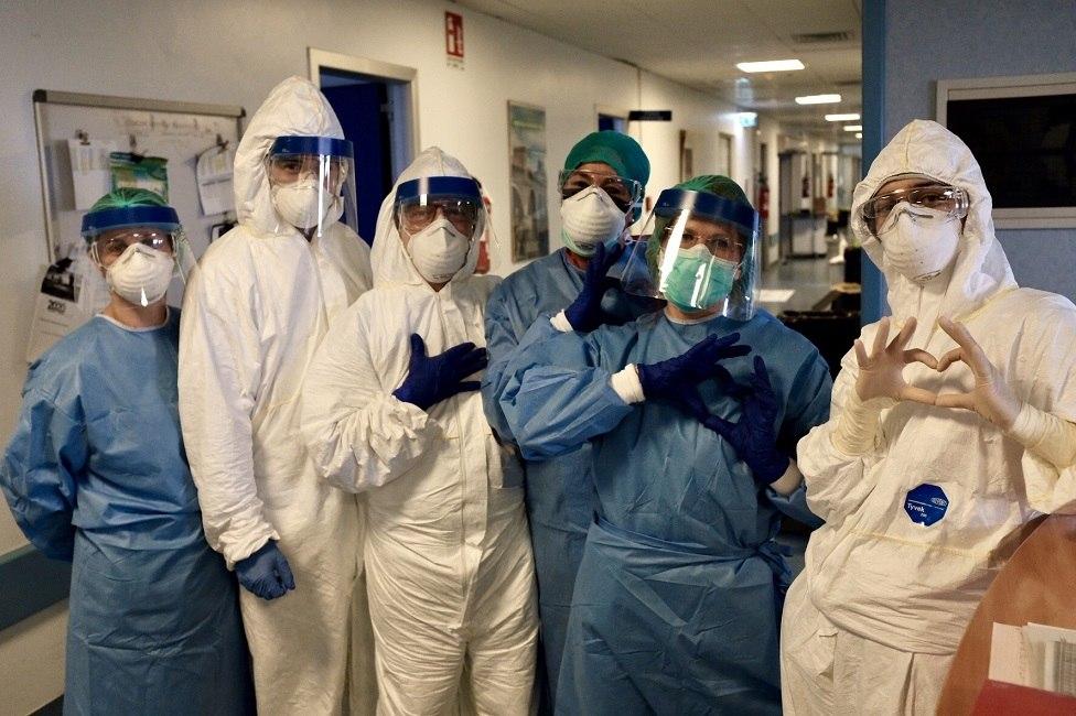 Resultado de imagem para enfermeiros herois coronavirus