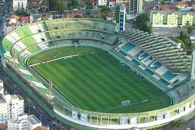 Com mando do Coritiba, o estádio Couto Pereira tem capacidade para mais de 40 mil pessoas e foi inaugurado em novembro de 1932, ou seja, completa neste ano 88 anos.