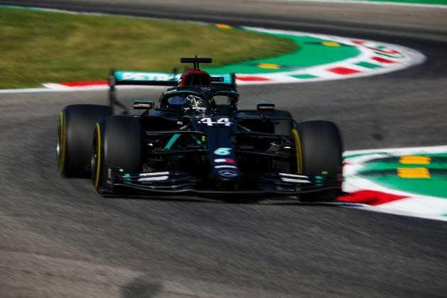 Com média horária de 264,362 km/h, a maior em uma volta da história da F1, Hamilton conquistou nova pole