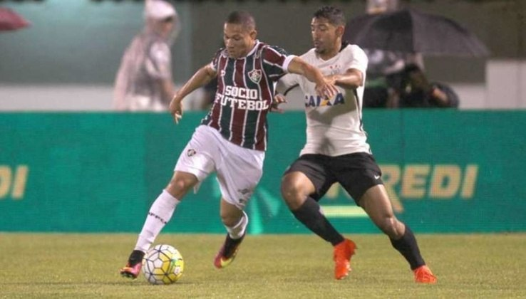 Com muita reclamação da arbitragem, o Fluminense foi eliminado pelo Corinthians na Copa do Brasil 2016.  Após empate em 1 a 1 no Rio de Janeiro, o Tricolor perdeu por 1 a 0 em São Paulo e não conseguiu a vaga.