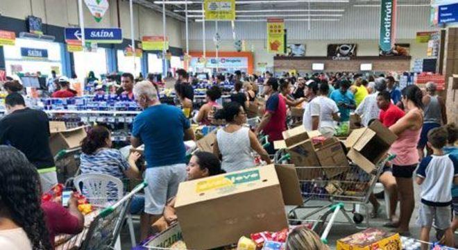 Com o confinamento e o receio de contágio, as pessoas têm ido menos vezes aos supermercados, mas fazendo compras maiores em volume
