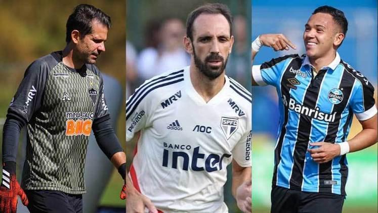 Com o encerramento do Campeonato Brasileiro, as equipes começam a se preparar para a nova temporada. Dessa forma, o LANCE! trouxe uma galeria com jogadores que estão com saída encaminha ou definida dos 12 grandes clubes do Brasil. Confira!