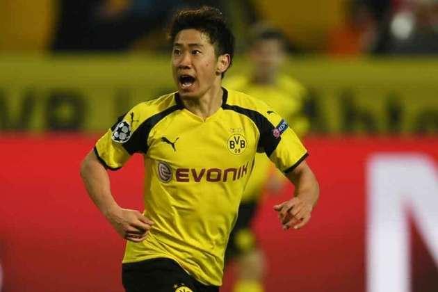 Com passagens por Manchester United e Borussia Dortmund, o japonês Shinji Kagawa também está com futuro incerto na Europa. O contrato do meio-campista com o PAOK, da Grécia, se encerra no final do mês de junho