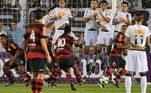 Com polêmicas durante a passagem pelo Rio de Janeiro, o tempo de Ronaldinho no Flamengo durou pouco, apenas um ano e meio. Nesse período, a partida mais marcante do craque foi em jogo contra o Santos de Neymar em que o Flamengo venceu por 5 a 4 com o astro marcando três vezes.